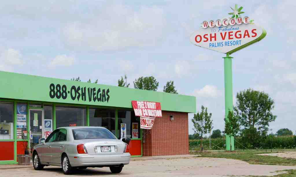 Viva the ever-wishful Osh Vegas Palms RV Resort,  US 41, Exit 116