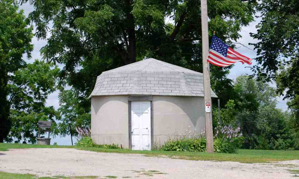 Wisconsin's Shortest Silo, State Road 23, Fond du Lac
